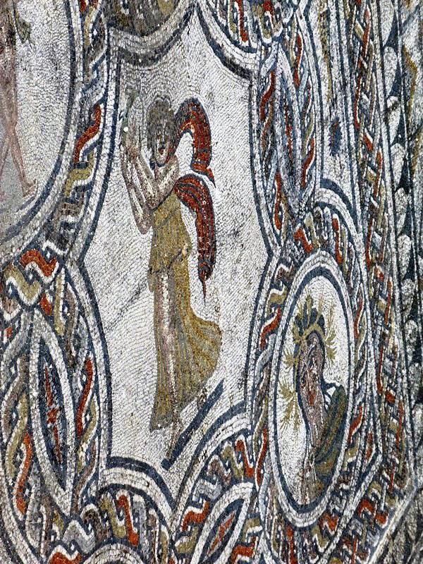 Мозаики в доме Диониса и четырех времен года