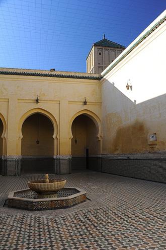 Мекнес. Внутренний двор с фонтаном