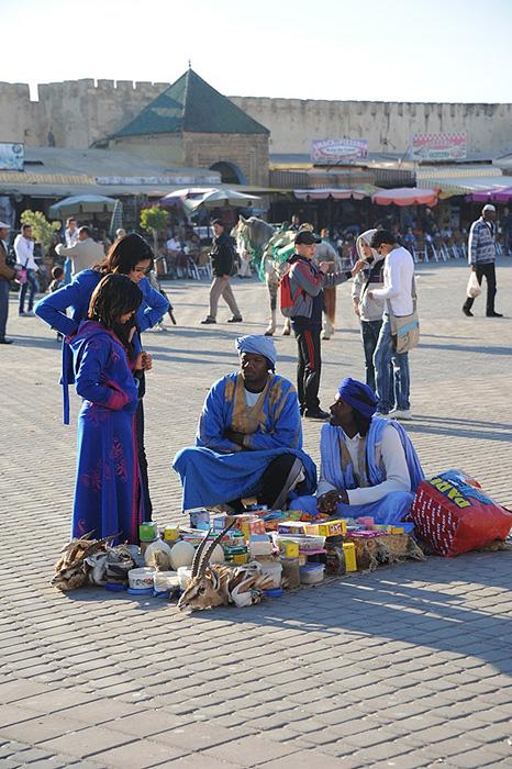 Мекнес. Люди в синем – туареги