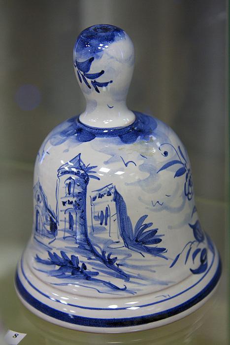 Колокольчик в традициях албисолской керамики