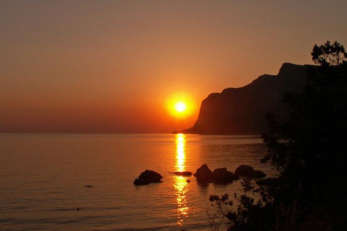 Закат над мысом Айя (Крым)
