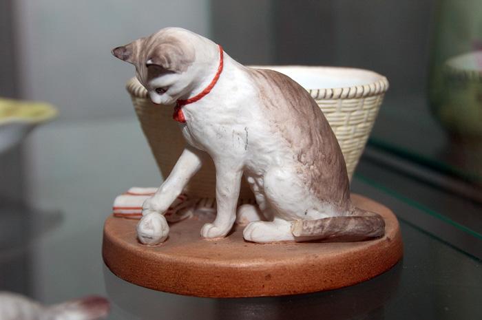 Фарфор в Вербилках. Кот из скульптурной группы Животные